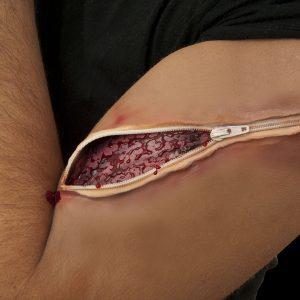 Köp latex wound med zip för halloween dekorationer | Materialbutiken